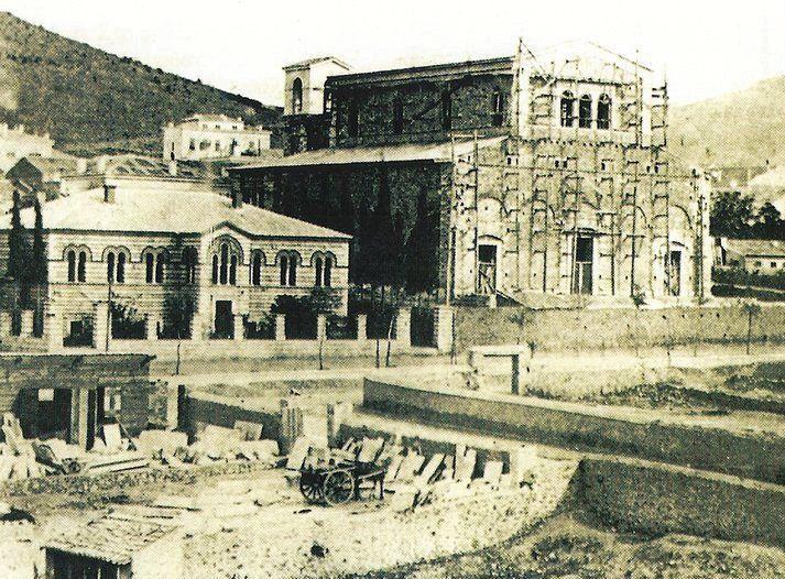 Οι Σημαντικότεροι Έλληνες Αρχιτέκτονες | Τhe Greatest Greek Architects - SkyscraperCity Τα δύο έργα του Λ.Καυταντζόγλου επί της Πανεπιστημίου, γύρω στο 1865. Αριστερά το Οφθαλμιατρείο στην αρχική του μορφή, δεξιά ο Καθολικός Ναός Αγίου Διονυσίου , ακόμα υπο κατασκευή.