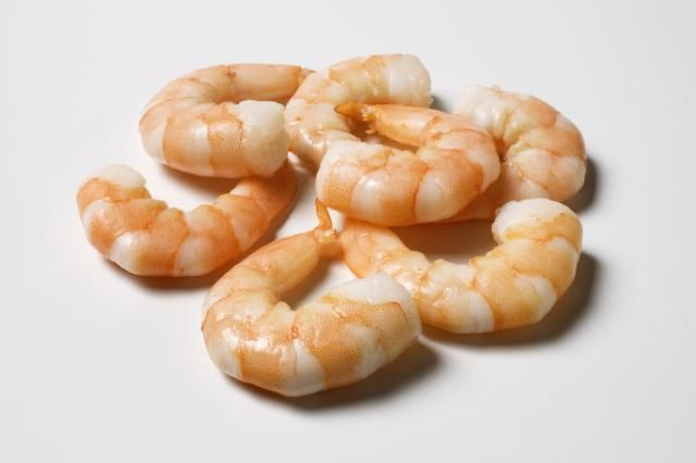 A single serving of medium shrimp provides a whopping 17 grams of protein and only 77 calories.  Thaw the shrimp under cold water and toss them onto a salad, or skewer them between a few veggies and pop them on the grill for a hearty, diet-friendly meal. ~ The Best Foods For Weight Loss That You're Not Eating: Frozen Shrimp