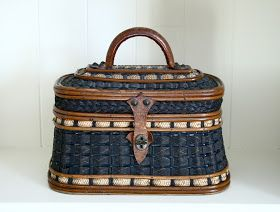 Antiqueaholics: WHAT MAKES THESE WOVEN BASKET STYLE HANDBAGS SO BEAUTIFUL?