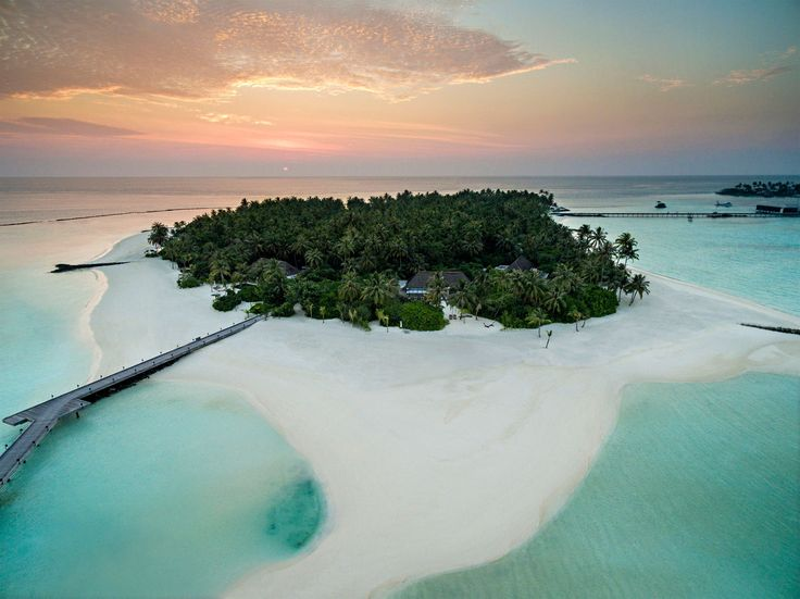 Sunset in Paradise on earth.  #architecture #architectural #architecturaldesign #architecturaldetails #architecturalphotography #luxury #luxurylifestyle #luxuryliving #luxurystyle #luxurylife #luxurytravel #luxuryhotel #resort #mansion #hoteldesign #designmagazines #exclusive #dronephotography #aerialphotography #maldives #ocean #sea #beaches #reef  #maldives #ocean #sea #beaches #reef @chevalblancofficial @chevalblancrandheli  Photo: @fabrizionannini 2016