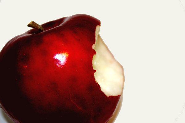 Snow White Apple | Snow White's Apple Bitten by TaSh-C ...