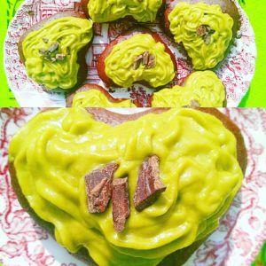Nie byłam pewna, czy awokado sprawdzi się w przepisie na słodko, ale okazało się że jak najbardziej! Owoc maślany świetnie pasuje do swojego przydomka. Do tego smak czekolady podkreślony karobem i już pełnia szczęścia na podniebieniu.