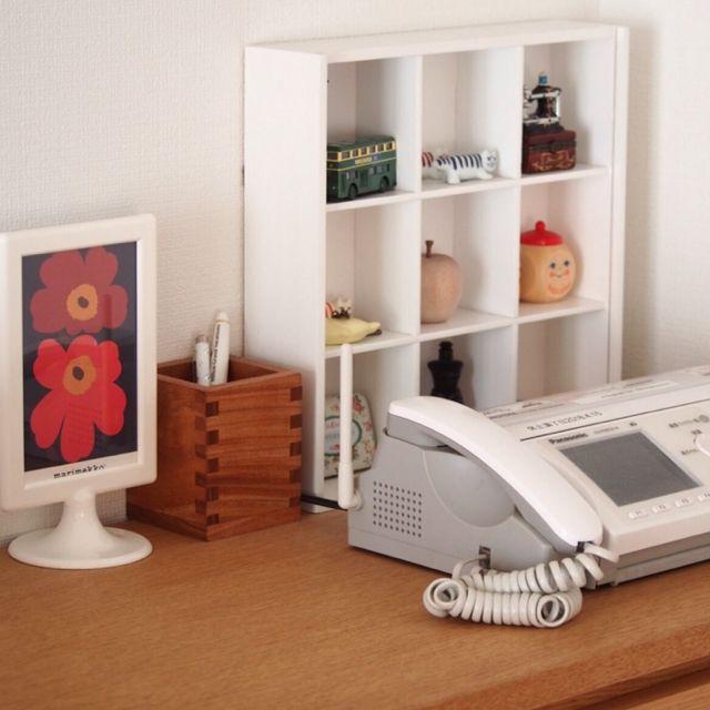 4LDK、家族住まいの固定電話/IKEAフレーム/ディスプレイ棚/ニトリ/白がスキ♡/ペン立て…などについてのインテリア実例を紹介。(この写真は 2015-11-01 20:40:25 に共有されました)