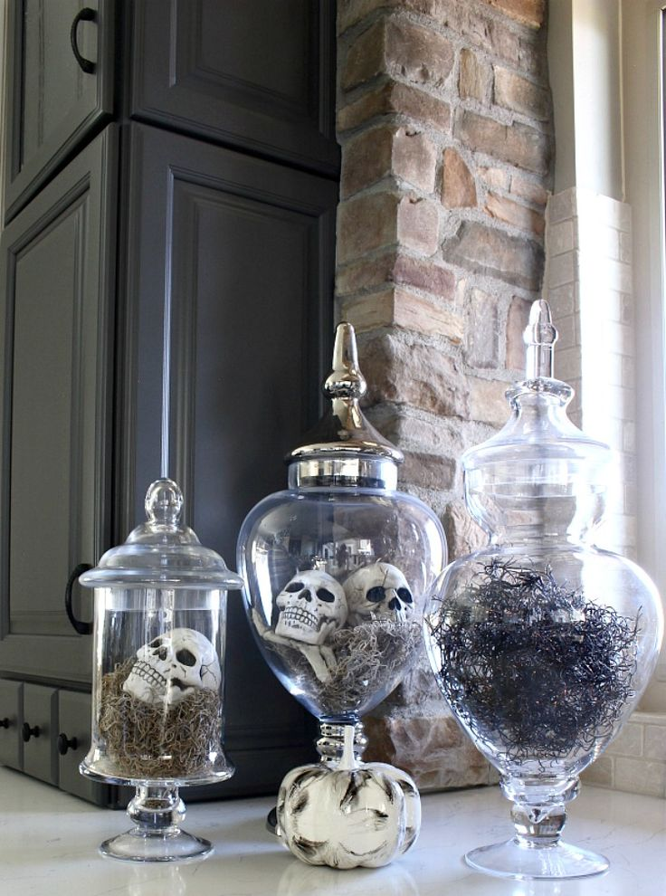 Welcome to our Elegant & Spooky Halloween Home Tour! I'm thrilled to be participating in the Blogger Stylin' Home Tours Halloween Edition by our fabulous host, Lindsay at The White Buffalo Styling Co. One thing you should know about me if you don't already is that I LOVE to decorate for Halloween! Like stir-crazy love! It's my …