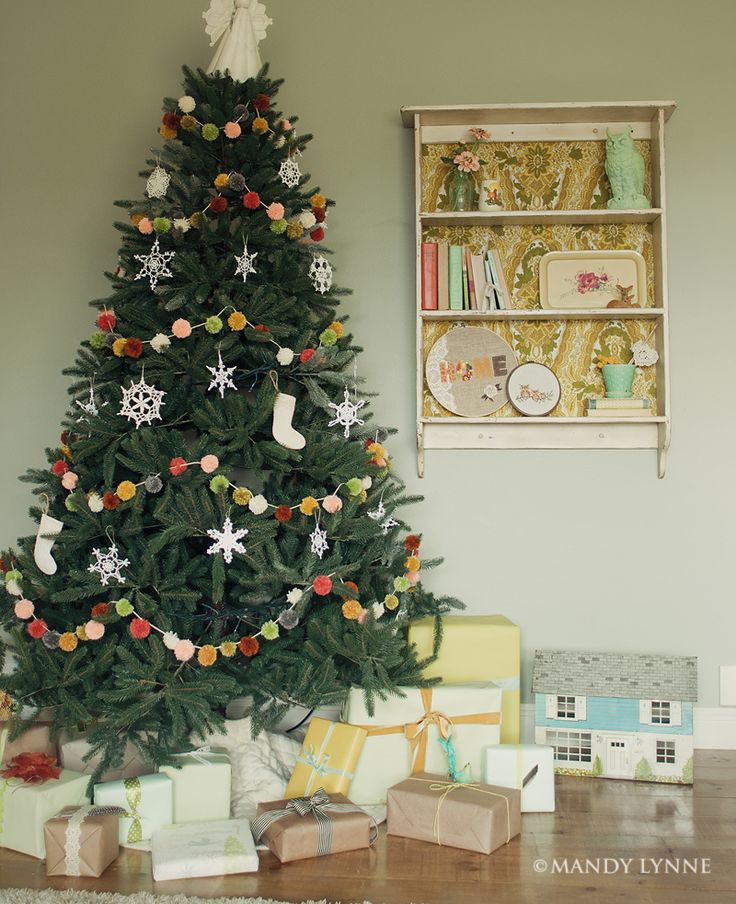 17 best ideas about christmas tree garland on pinterest. Black Bedroom Furniture Sets. Home Design Ideas