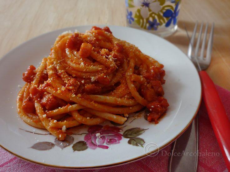Oggi la ricetta dei veri bucatini all'amatriciana, uno dei tipici piatti tradizionali che hanno reso unica la cucina romana. Provateli con me.
