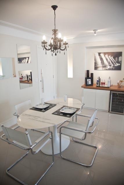 Bancada para preparo de bebidas ou apoio para sala de jantar: a dupla função otimiza espaço!