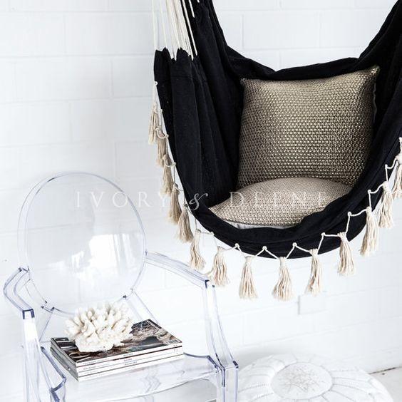 Deluxe suspendu hamac chaise * SOHO * moment de détente dans le luxe et confort Shabby noir avec de la crème pompons idéal pour les balcons et les zones Pergola