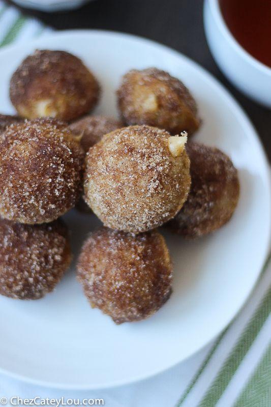 Churro Donut Holes with Dulce de Leche Filling - perfect for Cinco de Mayo! | ChezCateyLou.com