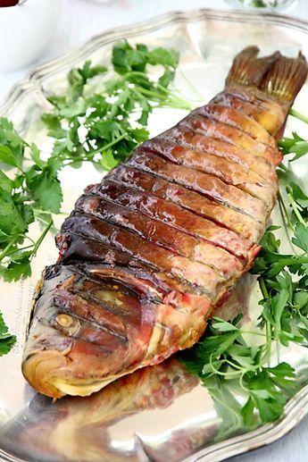 Фаршированная рыба, гефилте фиш - один из общепризнанных мировых брендов еврейской кухни. Классическая трапеза субботнего или праздничного дня .