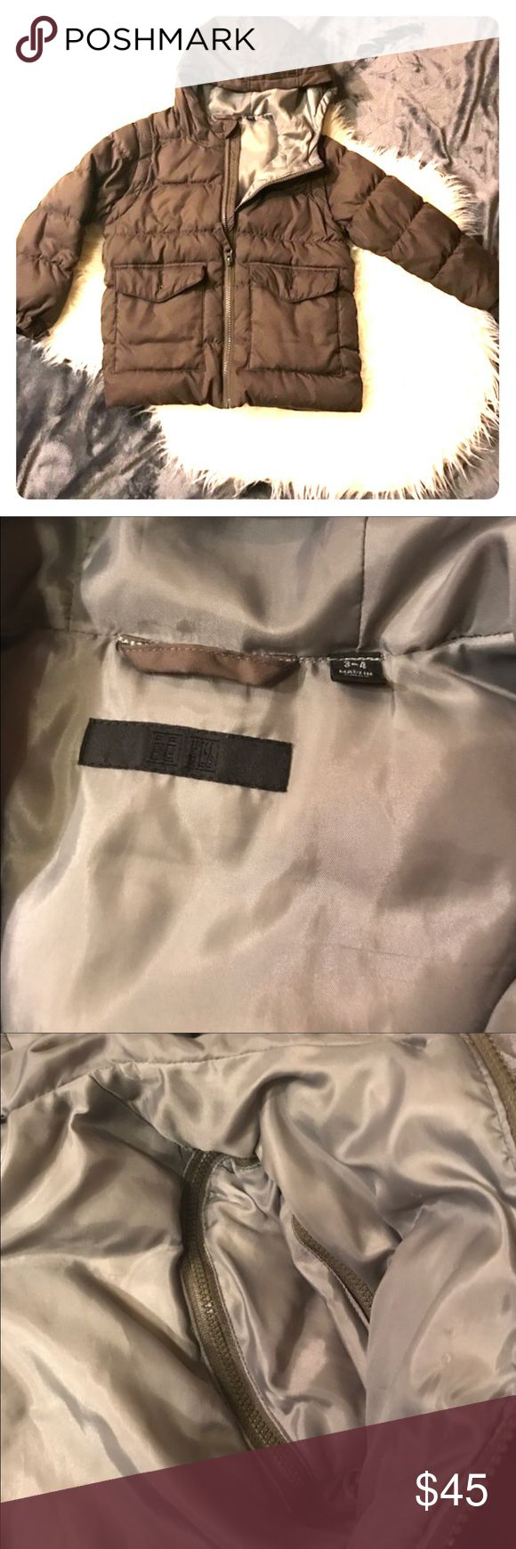 Uniqlo down jacket / vest Great condition. Jacket that can be turned into a vest. There is zippers to unzip the sleeves. Color olive green. Size 3-4 has an attached hood. Filling real feather. Very warm❌no PayPal  ❌no trade  ❌no holds ❌🚬 smoke free ❌🐶🐱 pet free Uniqlo Jackets & Coats Puffers