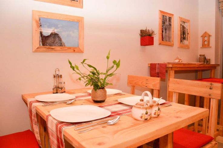 Tables, chairs & accessories made with reclaimed wood