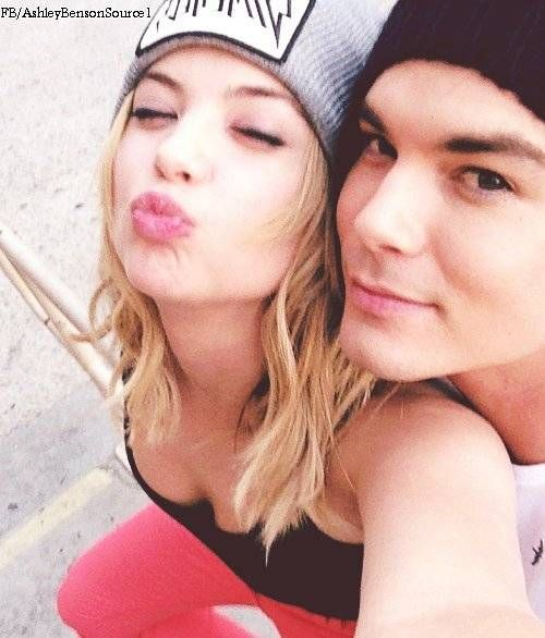 Does hanna and caleb dating in real life
