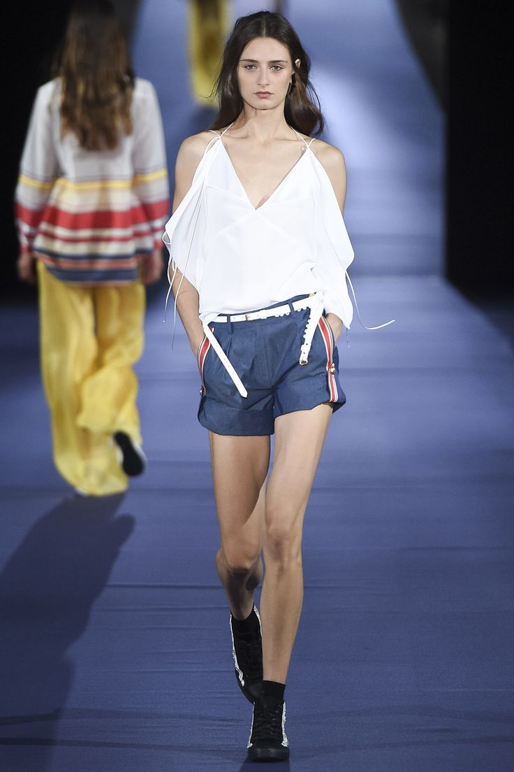 See the complete Alexis Mabille Spring 2017 Ready-to-Wear collection.