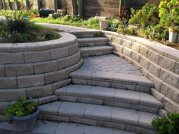 Flower bed planter curved stairs pavers stairs for Curved garden wall ideas