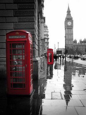 An iconic London scene- Big Ben, red telephone boxes & rain #london #bigben | Kolumbus Sprachreisen | https://www.kolumbus-sprachreisen.de/sprachreisen/erwachsene/englisch/england/london-camden/sprachreisen-london-camden