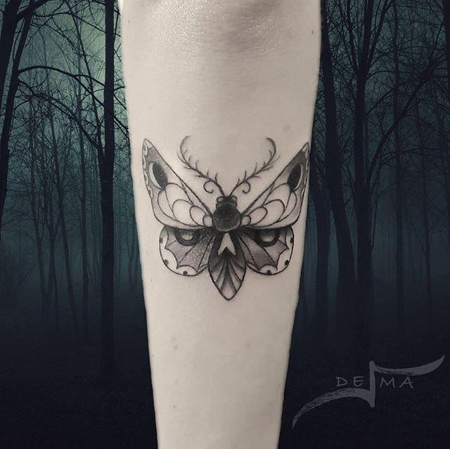 Moth Mothtattoo Darkart Blackwork Blackworktattoo Onlythedarkest Blacktattooart Blackworkershero Iblackwork Blxcw Tatuaggio Falena Tatuaggio Blackwork
