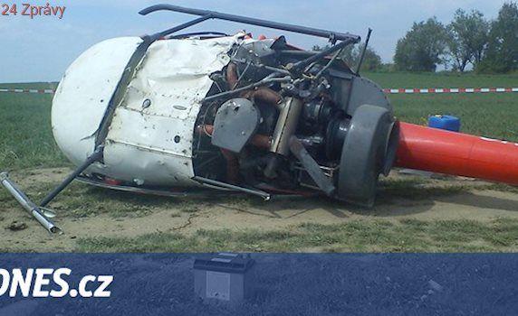 Na letišti v Hradci Králové se převrátil vrtulník, dva lidé se zranili