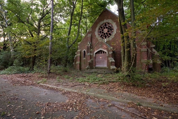 Hart Island - In 1935, a new Catholic chapel was built to replace one which had, by that point, become dilapidated. The chapel is still in remarkably good shape.