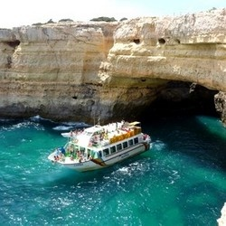 Algarve: boat trips - turquoise waters and a beautifull coastline #Portugal