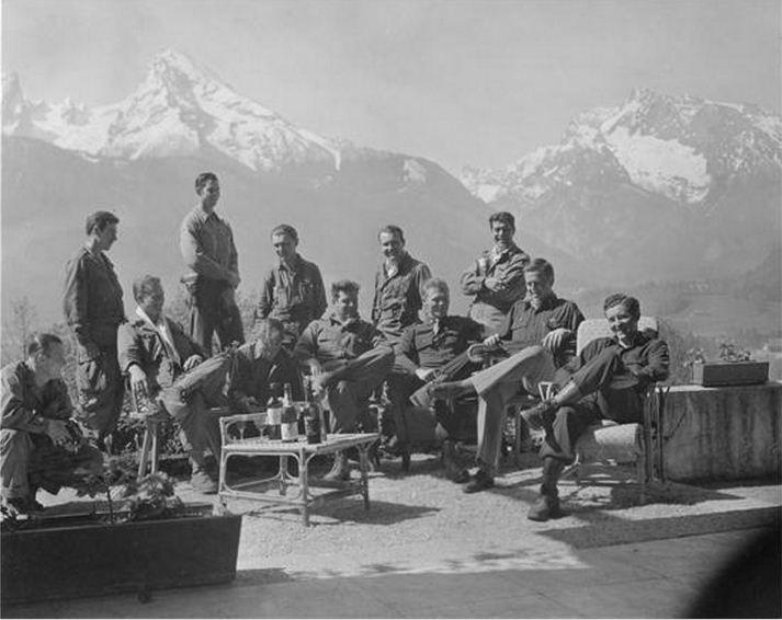 """2-й батальон, штаб-квартира в Берхтесгаден, 101-я воздушно-десантная дивизия (США). В Гитлеровском """"орлином гнезде"""", Berchtesgaden - Obersalzberg. Eagle's Nest."""