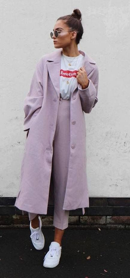 incredible outfit / blush coat + printed t-shirt + sneakers + pants