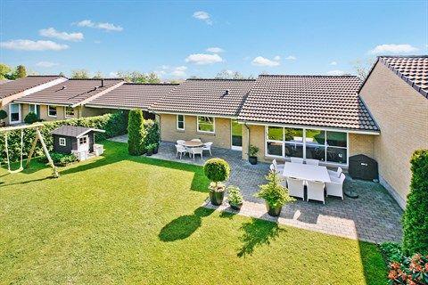 Korsbjerghave 37, 3520 Farum - 1 plans kvalitets klyngehus fra Lind  #solgt #selvsalg