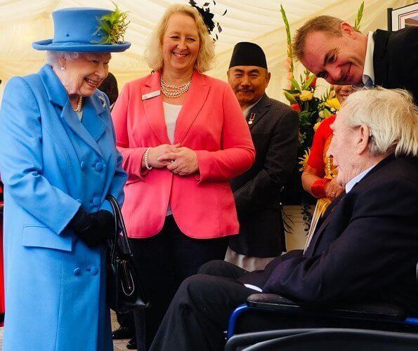 Queen Elizabeth Ii Visited The Haig Housing Trust In Morden Queen Elizabeth Ii Queen Elizabeth Elizabeth Ii