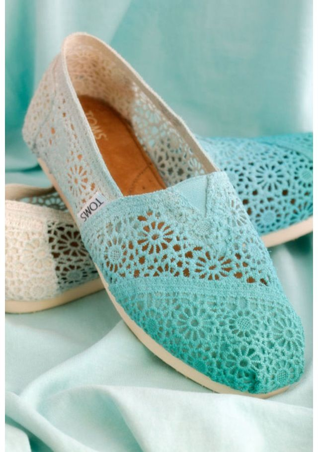 Cute blue ombre toms <3