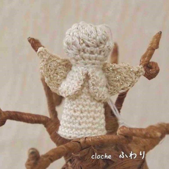 ゴールドラメ入り生成りと、生成りのレース糸で編んだ天使のオーナメントです。一つでも存在感がありますよ。サイズ横5.3cm×縦5.5cm×...|ハンドメイド、手作り、手仕事品の通販・販売・購入ならCreema。