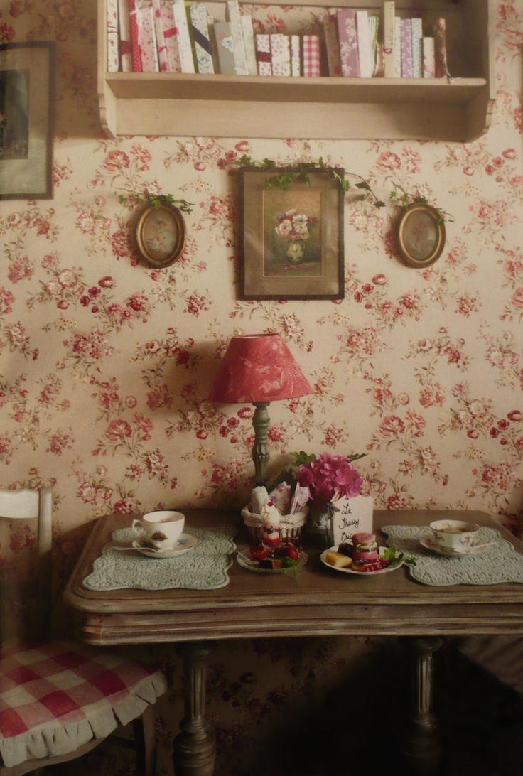 Eye For Design: Decorating Vintage Cottage Style Interiors  I Need This  Exact Wallpaper!