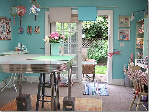 We might be moving, I already have a turquoise room... but fret I can't leave it. So, let the turquoise obsession begin again!