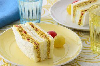 ツナカレーのスパイシーサンド   | ツナにカレー粉を少し加えるだけで、いつものサンドイッチがちょっとリッチに。食欲が落ちる季節にぴったりのサンドイッチです。 | パン食系女子 | 日清製粉グループ