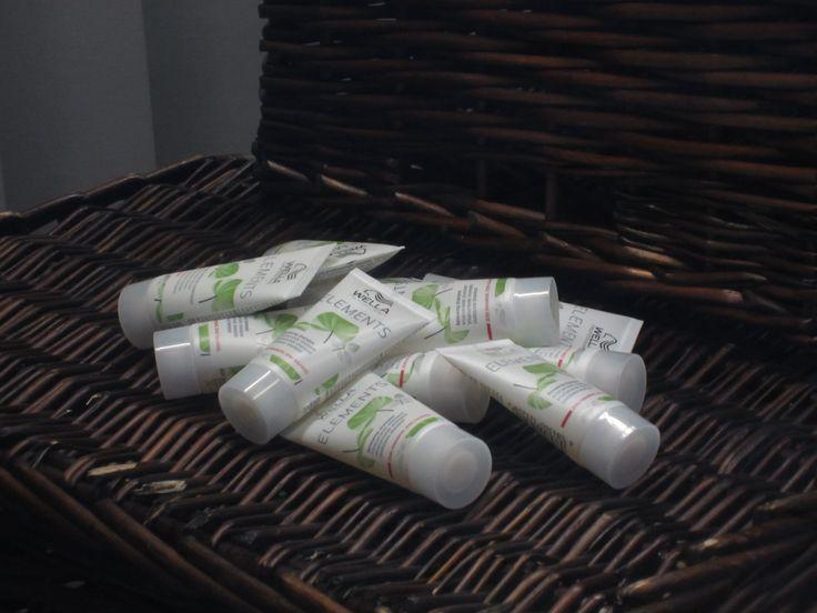 #Wellaprofessional #elements #kaupanpäälle #matkakoko  Osta 2 tuotetta  Wella professional elements sarjasta. Saat kaupanpäälle matkakokoisen elements shampoon tai hoitoaineen!