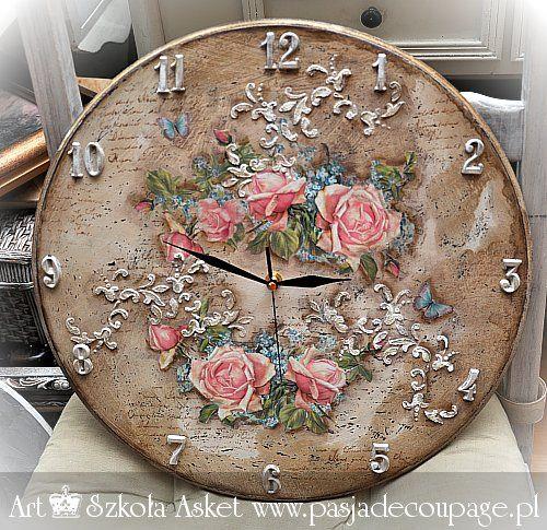 Postarzany zegar w stylu shabby chic/ vintage