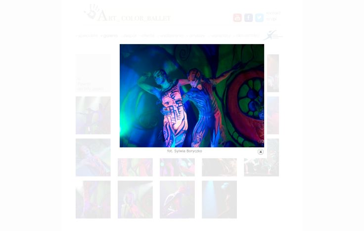 """Łowcy Kolorów Spektakl jest wędrówką tytułowych łowców przez """"Świat Muzyki"""" (Japonia, Indie, Afryka, Hiszpania, Ameryka Południowa). Kobieta - przewodnik wprowadza...."""