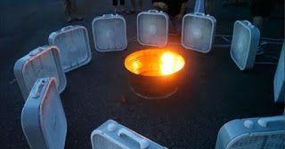 Άναψαν φωτιά και τοποθέτησαν γύρω της 12 ανεμιστήρες.Το θέαμα; Εκπληκτικό!