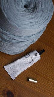 Diese Statement-Kette ist aus Textilgarn und ganz schnell gemacht. Alles was ihr braucht ist Textilgarn, einen Schmuckverschluss und Textilkleber. Die Anleitung findet ihr hier: http://omniview.jimdo.com/2016/10/21/knoten-kette/