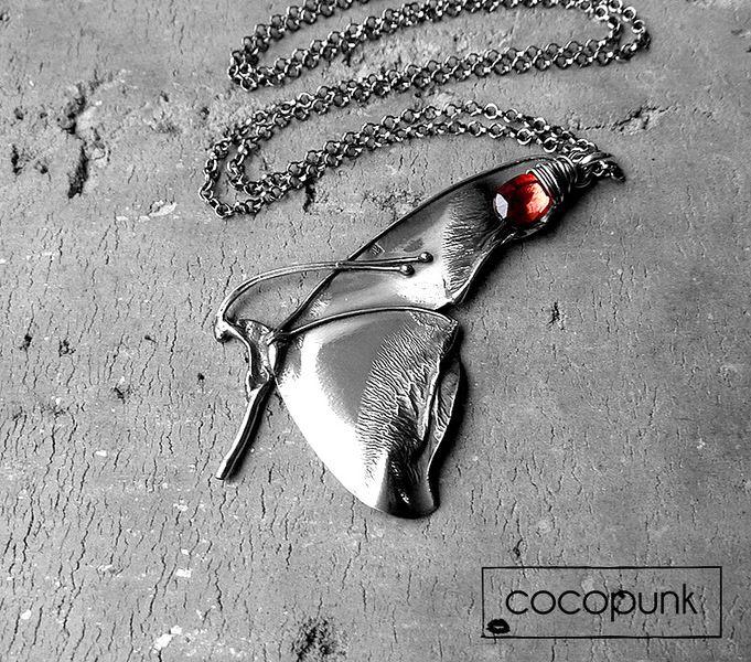 Srebro i granat- naszyjnik z motylem. w Cocopunk- silver & stones. na DaWanda.com #niezchinzpasji