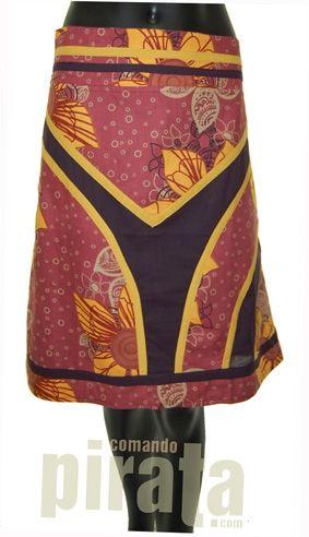 Falda media con diseño propio.