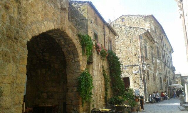 Case in pietra,  Civita di Bagnoregio