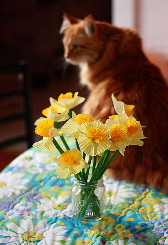 paper daffodil tutorial from Aunt Peaches (that is Lola in the background)