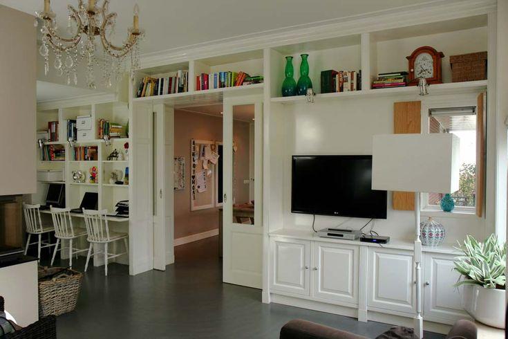 Wandkast,met schuifdeurverbinding tussen keuken en woonkkamer 1042