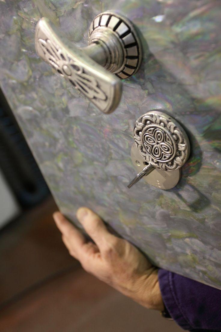 Rivestimento cassaforte in madreperla Superlativa #luxury #safes #design #internaldesign #cassaforte #casseforti #madeinitaly #marmo #marble #lusso #gioielli #orologi #bespoke