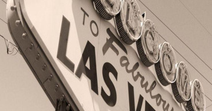 ¿Cómo es el clima en Las Vegas?. Las Vegas es conocido por sus casinos, vida nocturna y entretenimiento sin pausa que suele mantener a los visitantes en interiores, pero cualquiera que haya caminado por el Strip de Las Vegas durante el verano sabe lo caluroso que se puede poner, tanto dentro como fuera de los casinos. Mientras Vegas puede ser conocida por su calor del desierto, ...