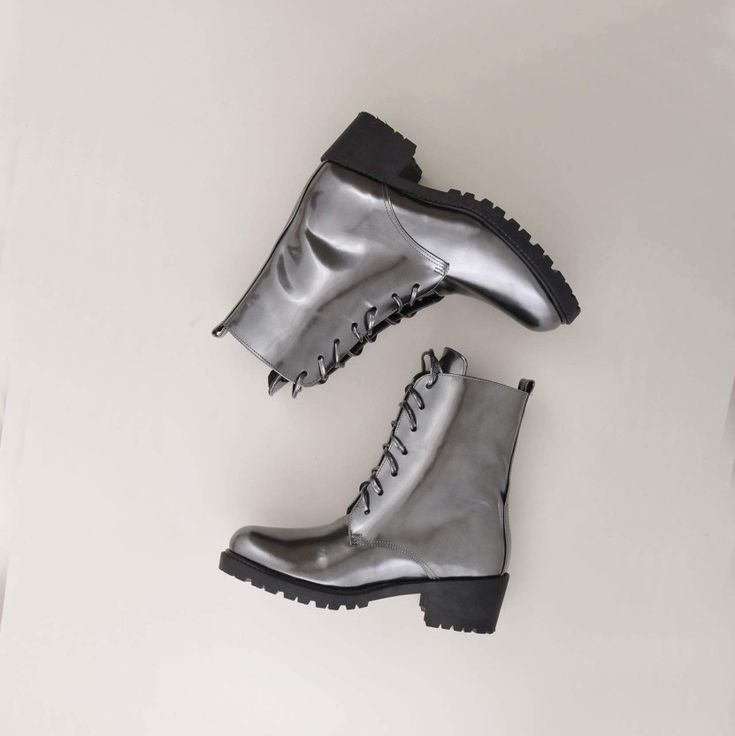 Essenza platinum patent leather lace boots