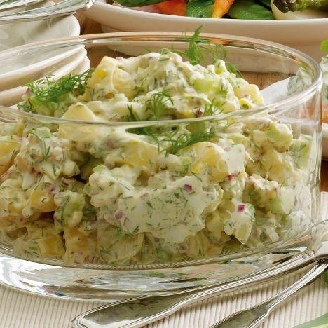 Kartoffelsalat med hårdkogte æg og dild