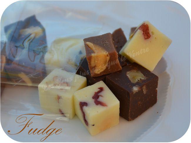 Le fudge est une sorte de caramel mou anglais, il peut être nature ou parfumé avec du chocolat auquel on ajoute des noix, des amandes... C'est vraiment très facile à faire et on en fait une assez g...