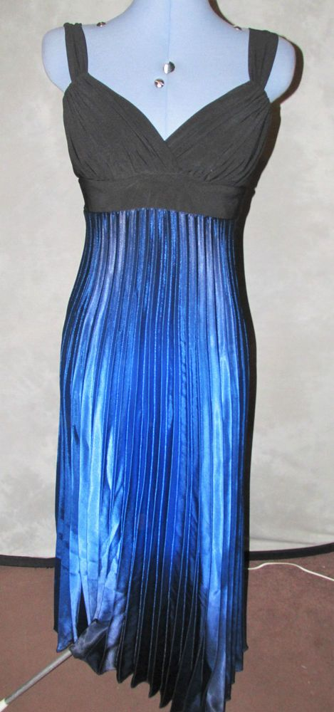 Ladies Size 10 Cruise Style long length Dress Blue & Black No Pattern Pleated