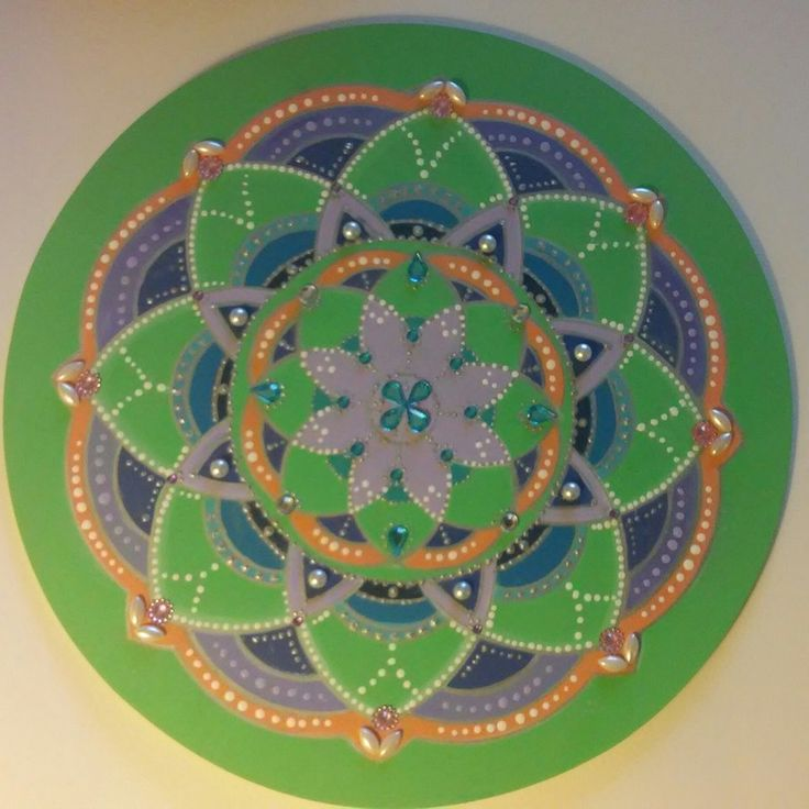 Mandala flor de loto, acrílico sobre madera. Autor: Alejandra Aravena